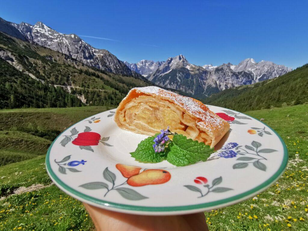 selbst gemachter Apfelstrudel - incl. Bergpanorama