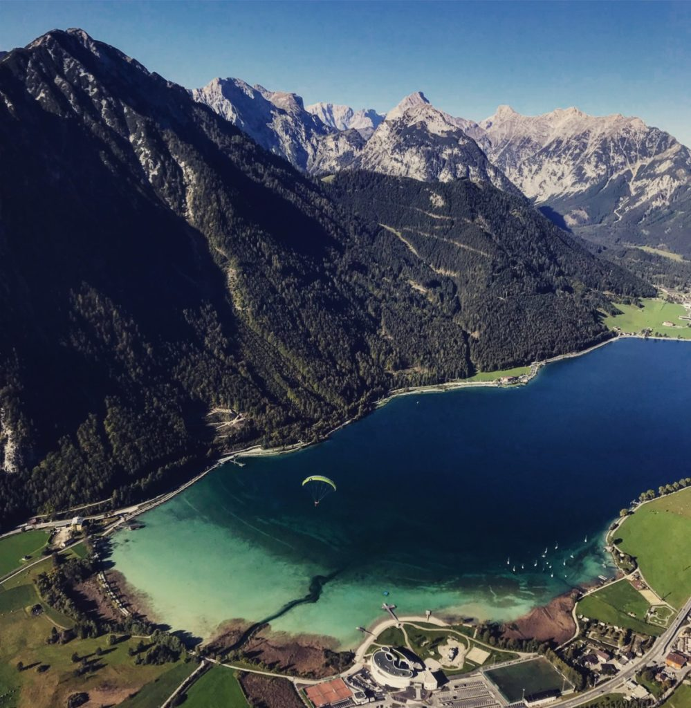 Wo liegt der Achensee? - hier der Blick von oben mit dem Karwendel.